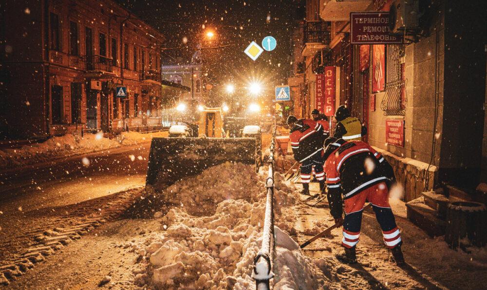 Як Тернопіль бореться зі сніговою негодою