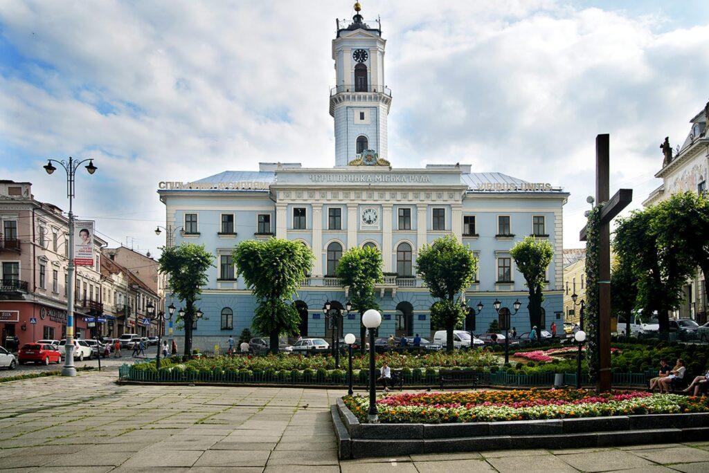 Центральна площа і ратуша, Чернівці