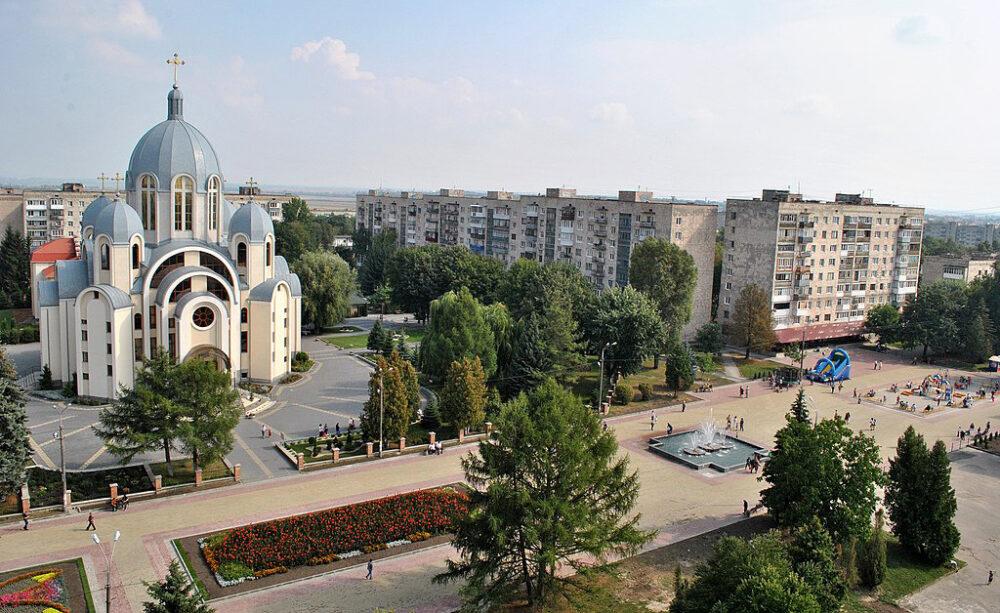"""У Тернополі чоловік вийшов з бару і почав стріляти, щоб """"заспокоїти"""" дітей"""