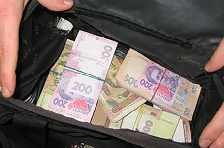 У жителя Кременеччини зі сховку під шафою вкрали 100 тисяч гривень