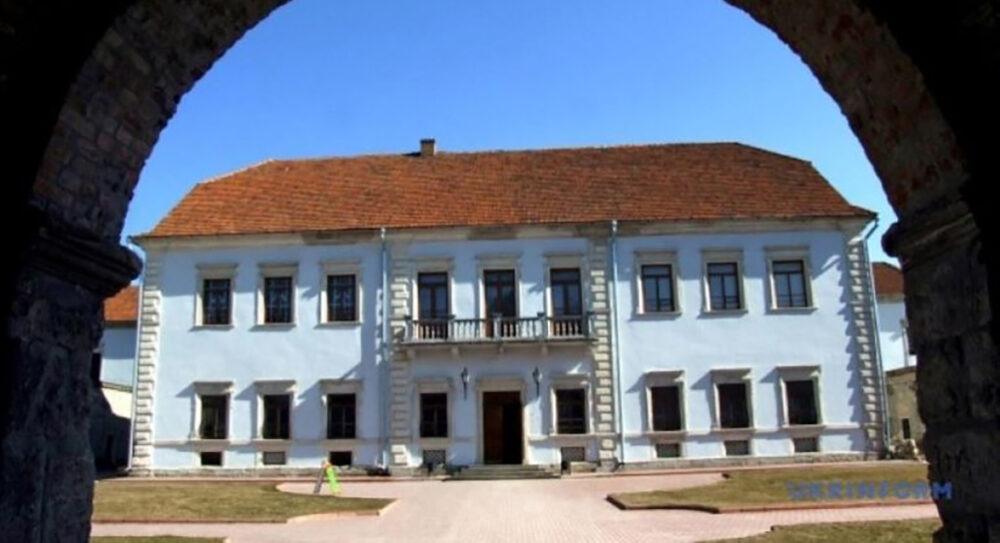Столітні хоругви поповнили колекцію Збаразького замку (ФОТО)