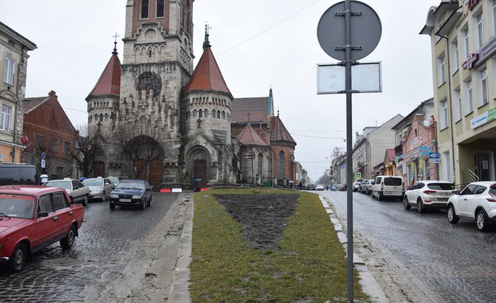 У Чорткові планують відремонтувати дорожню розв'язку поблизу костелу (ФОТО)