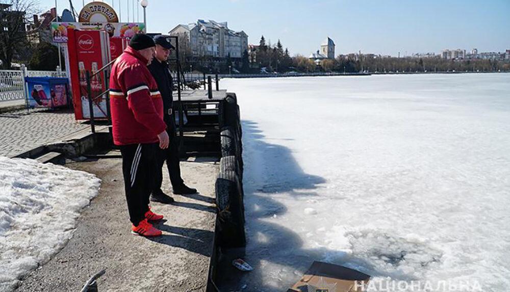 Селфі не получилося: у Тернополі дві жінки провалилися під лід (ВІДЕО)