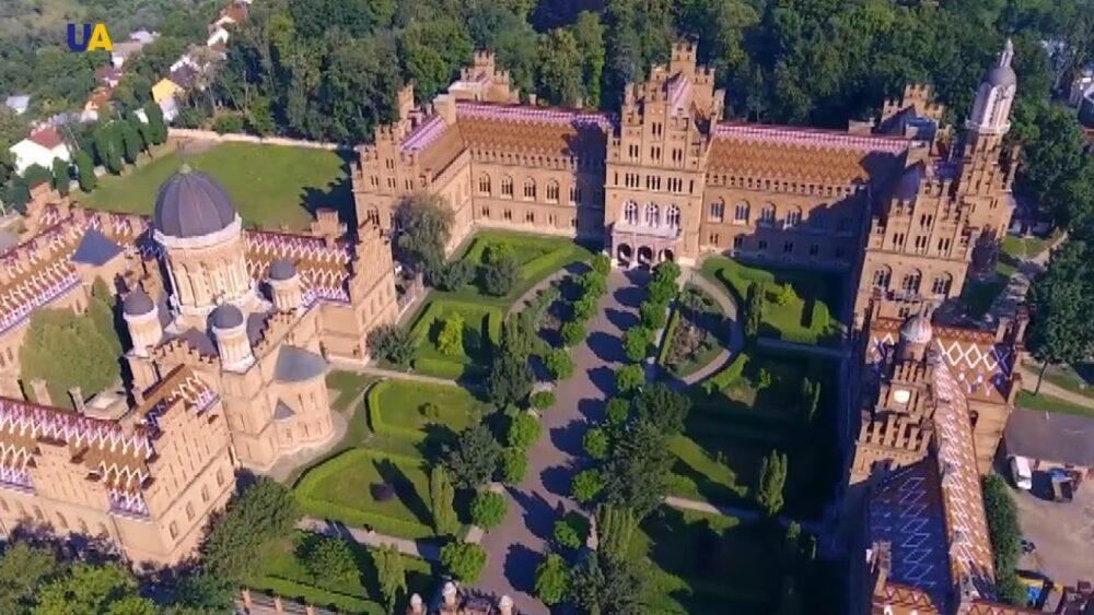 Чернівці: 8 цікавих місць, які варто побачити туристам (ФОТО)