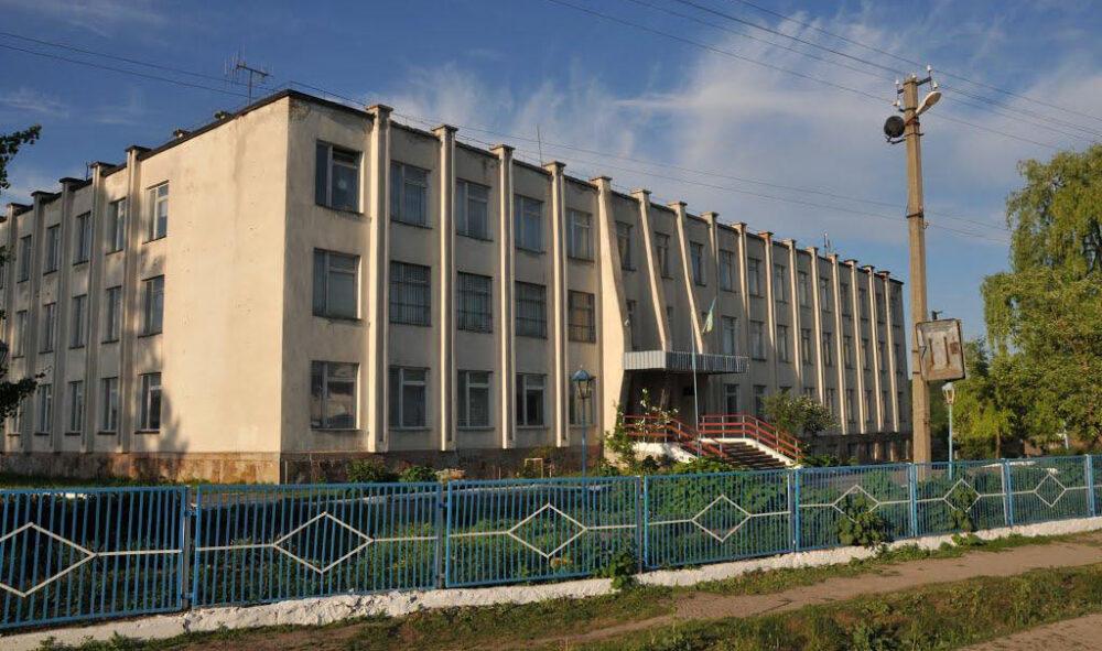 Булінг щодо трьох вчителів: суд покарав маму учня Золотниківської школи