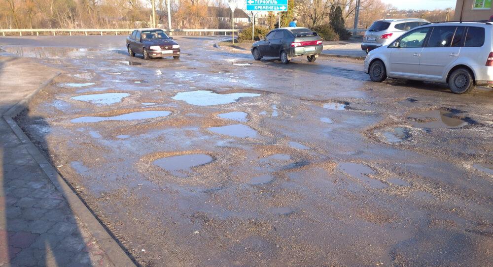 Ні проїхати, ні пройти: жителі Тернопільщини скаржаться на погані дороги (ФОТО, ВІДЕО)