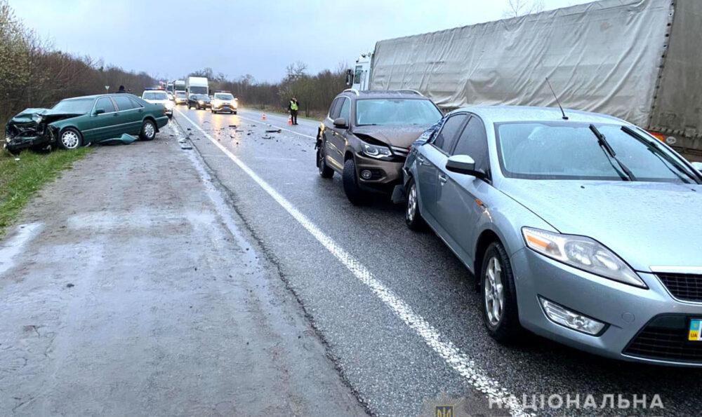 Четверо травмованих: в аварії на трасі Київ-Чоп постраждала сім'я з Кременця (ФОТО)