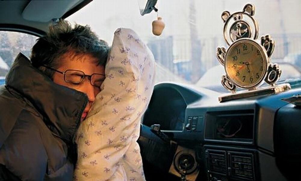 Патрульні склали протокол за п'янку на водія, який спав у машині і нікуди не їхав