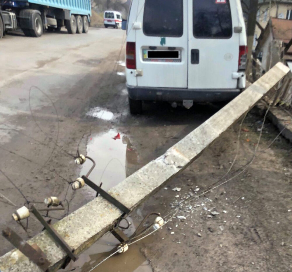 Позиватимуться до суду: власники пошкодженого електроопорою авто вимагають компенсацію