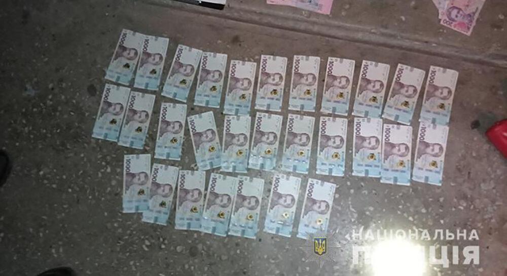 Пограбування у Тернополі: зловмисник вирвав сумку, у якій було 80000 гривень (ФОТО)