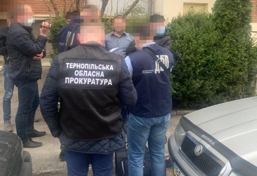 Після свят на Тернопільщині затримали свіженького хабарника – вимагав 1000 доларів
