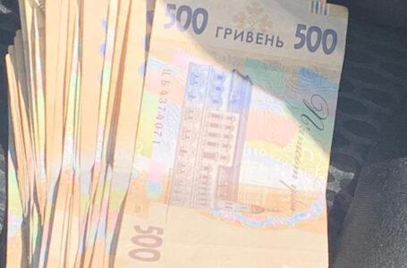 Вимагав гроші у п'яного водія: патрульний попався на хабарі у розмірі 20000 гривень