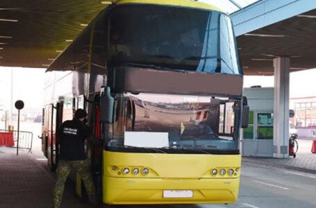 На Тернопільщині суд покарав чоловіка, який з позитивним тестом на COVID їхав автобусом до Польщі