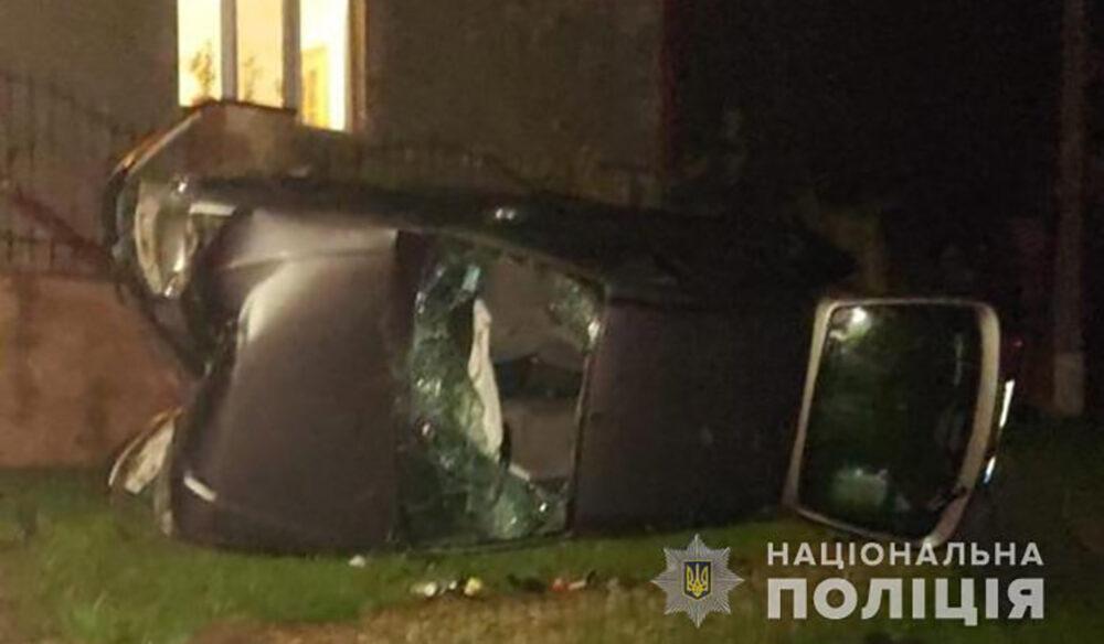 У Теребовлі перекинувся легковий автомобіль. Троє травмованих (ФОТО)