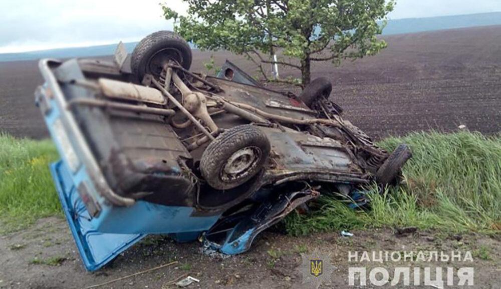 На Тернопільщині перекинувся автомобіль – водій отримав численні травми (ФОТО)