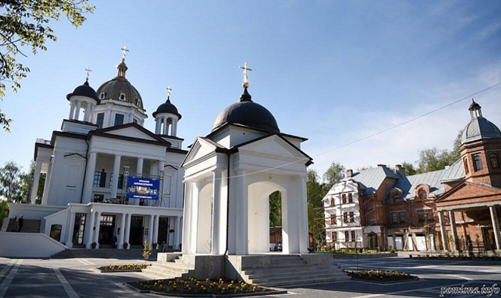 Митрополит Епіфаній у Тернополі освятив храм Свято-Троїцького духовного центру (ФОТО)
