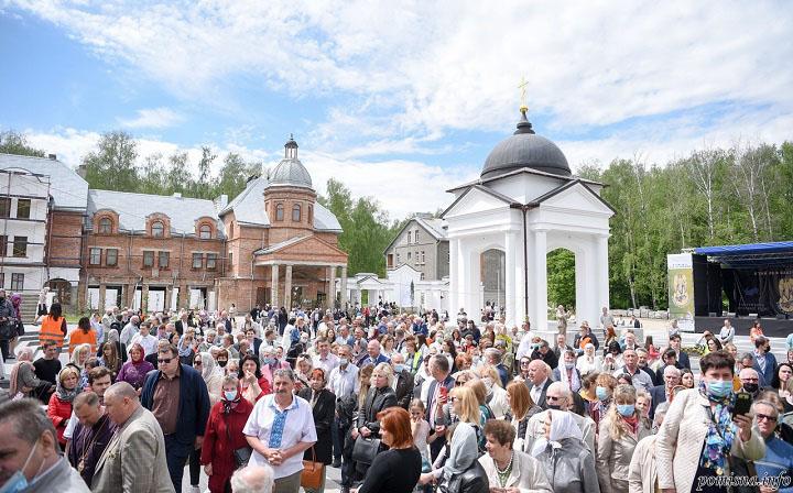 Тернопіль, освячення Свято-Троїцького Духовного центру
