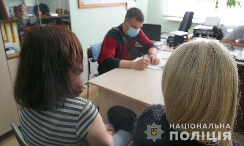 У Тернополі спіймали проститутку, яка принесла у поліцію 500 доларів хабаря (ФОТО)