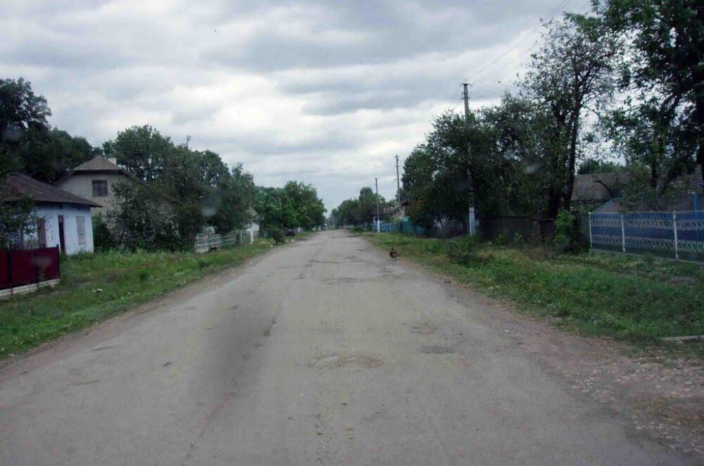 На Теребовлянщині люди скаржаться на якість ремонту дороги (ВІДЕО)