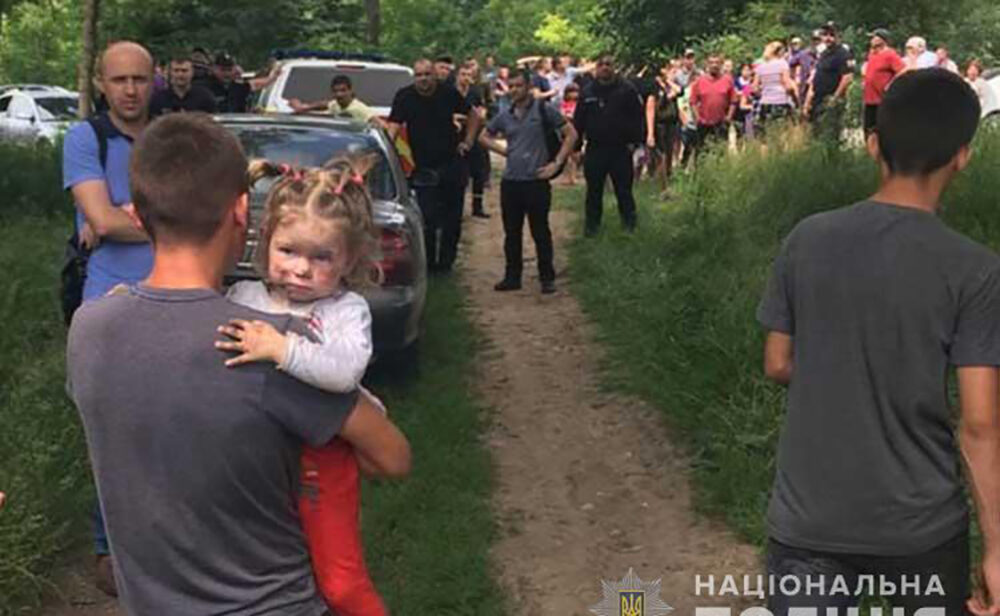 Дворічну дівчинку, яка зникла вчора на Тернопільщині, знайшли живою на неушкодженою