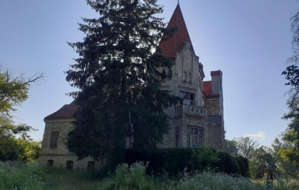 замок-вілла у Личківцях