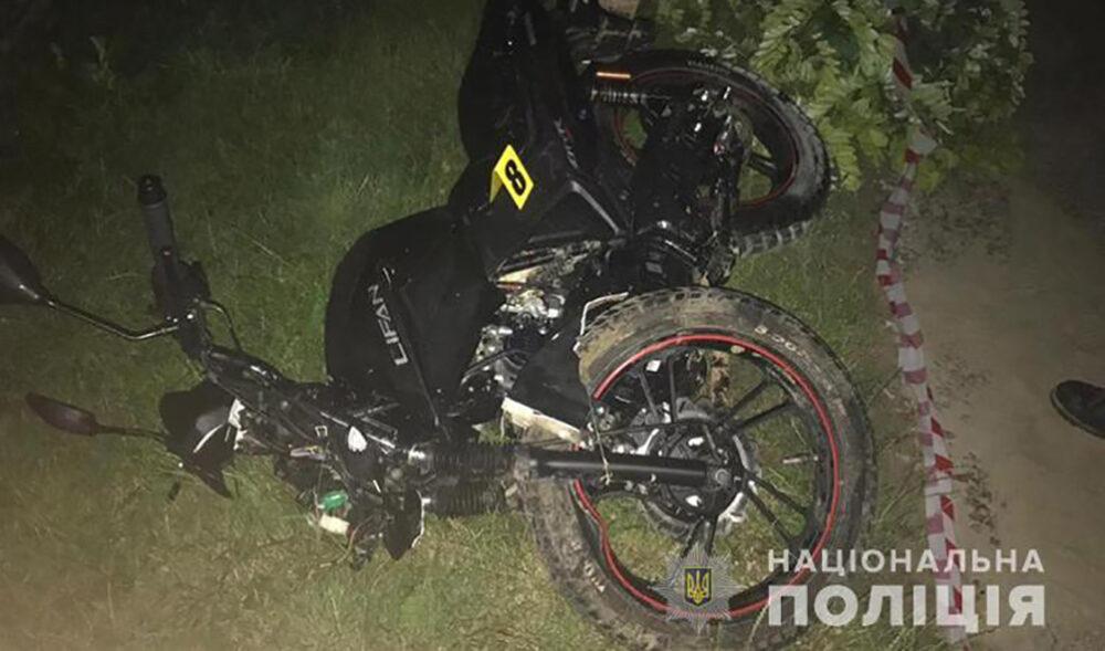 На Борщівщині водій автомобіля збив мотоцикліста і втік з місця ДТП