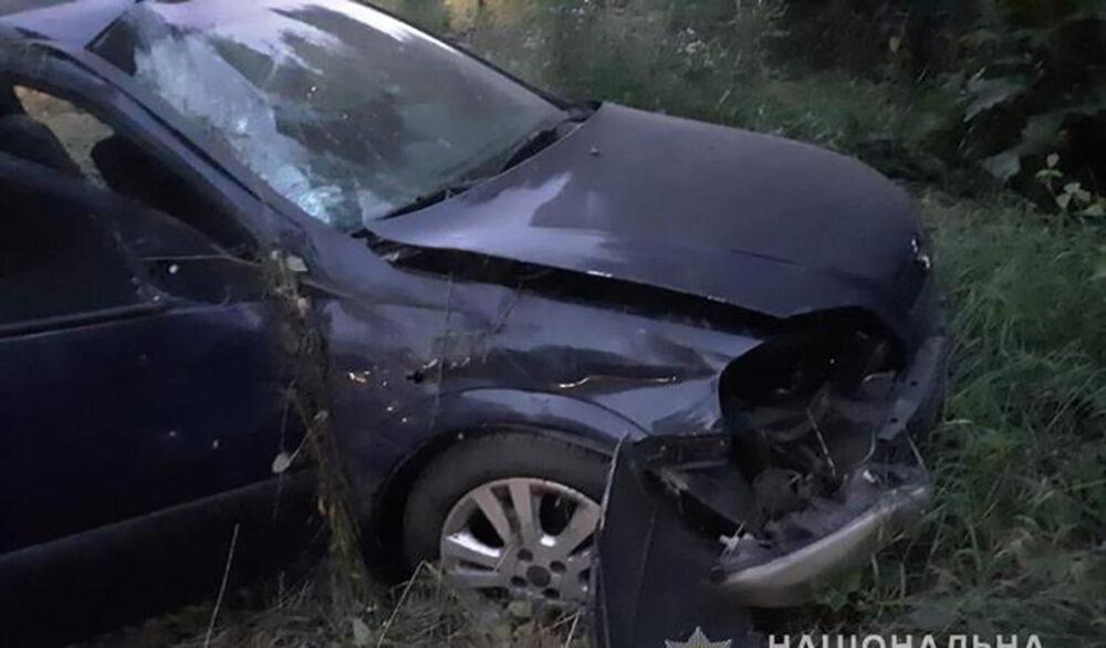 На Борщівщині перекинувся легковий автомобіль. Троє людей травмовано