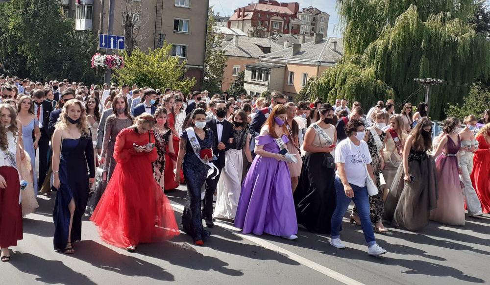 новини Тернополя, парад випускників