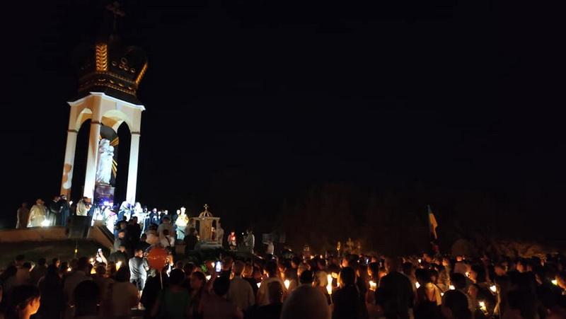 проща у Зарваниці, похід зі свічками