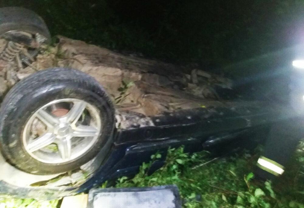 Аварія на Теребовлянщині: автомобіль злетів з дороги і кілька разів перекинувся (ФОТО)