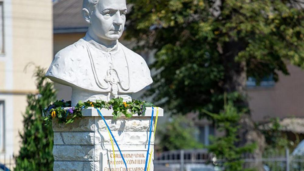 Єпископу з Гусятинщини відкрили пам'ятник в Івано-Франківську (ФОТО)