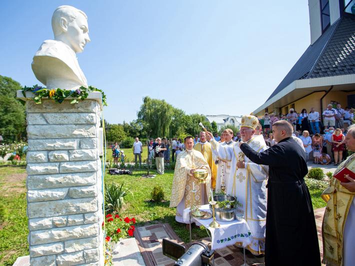 освячення пам'ятника Григорію Хомишину