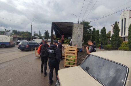 У Тернополі з вулиці Шептицького прибрали дві фури і вилучили 20 тонн кавунів