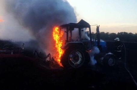 У Заліщицькій ОТГ згоріли два трактори