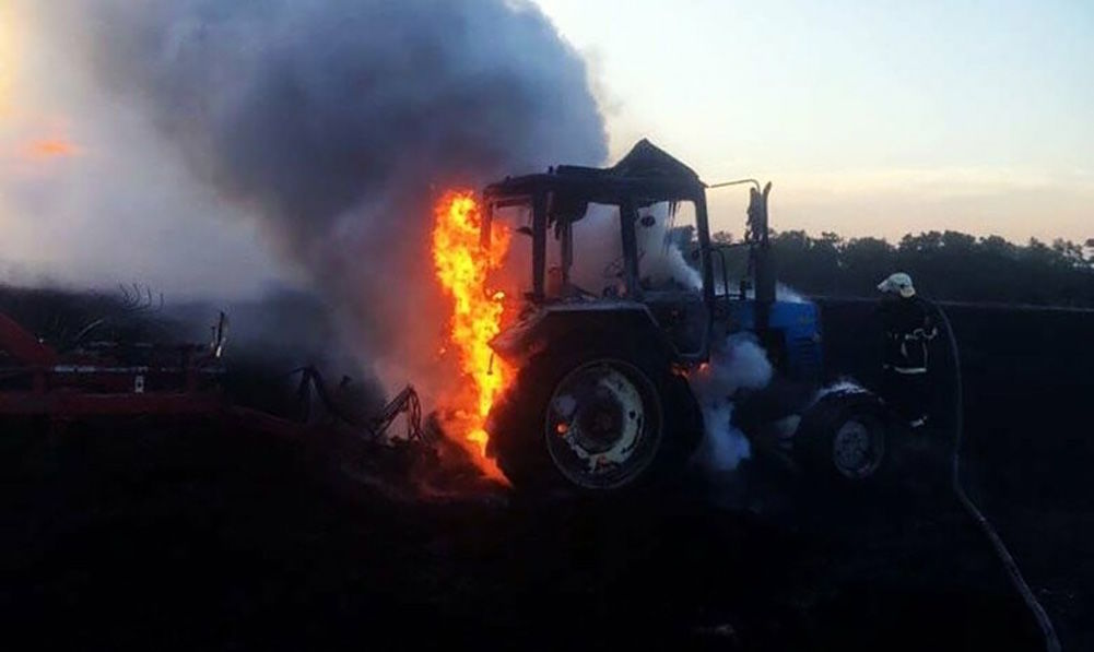 трактор пожежа
