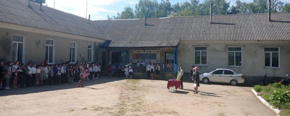 Сумний першовересень: на Тернопільщині 25 шкіл закрили і 19 – понизили у ступені