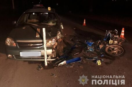У Хоросткові п'яний мотоцикліст влетів під машину (ФОТО)