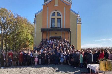 У церкві в селі Плебанівка освятили новий іконостас та дзвони (ФОТО)