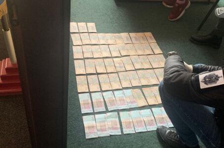 Тернопільські прокурори викрили начальника управління Держпраці на хабарі у розмірі 67000 гривень